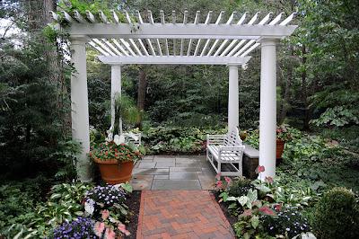 pergola-patio-jardin-flores