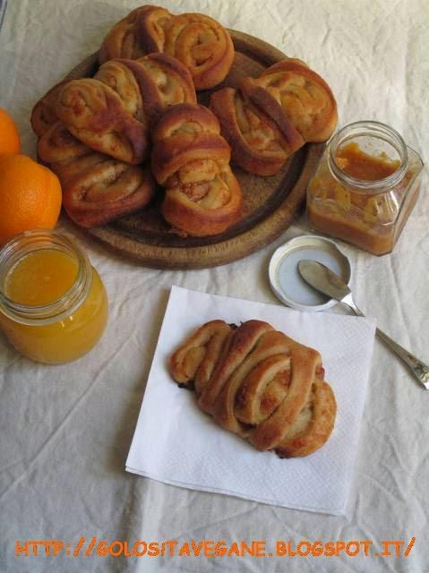 brioche, colazione, Dolci, farina semi integrale, latte di mandorle, licoli, lievitati, lievito, marmellata, polvere di arancia, prugne, ricette vegan, zucchero canna,
