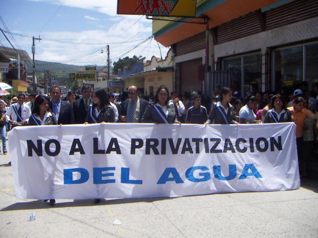 Pancarta portada el día 15 de Septimbre durante las celebraciones de la Fiesta nacional de Honduras.