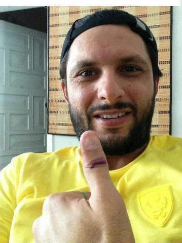 Shahid Afridi - Pakistan Celebrities voted for Pakistan
