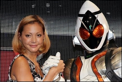 Anna Tsuchiya Sings Kamen Rider Fourze's SWITCH ON!