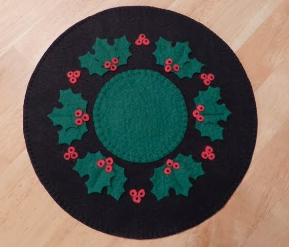 Holly and Berries Penny Rug E-Pattern