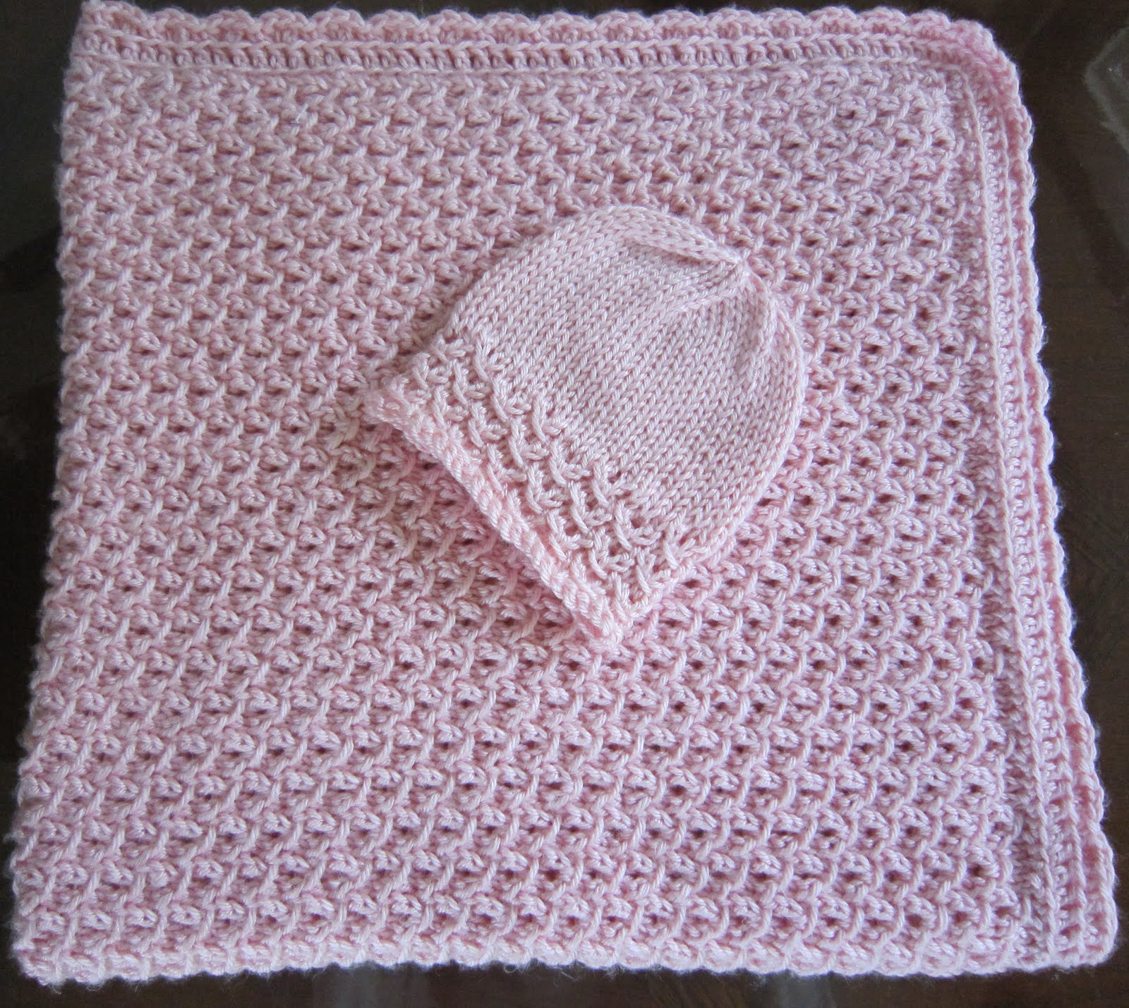 Knitting Pattern Baby Blanket 4 Ply : Sea Trail Grandmas: Free Knit Pattern Newborn Hat and Blanket Waves With Croc...