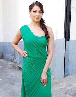 bipasha basu in green gown