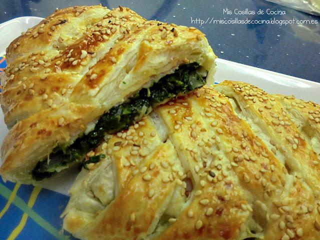 http://miscosillasdecocina.blogspot.com.es/2012/10/trenza-de-hojaldre-de-jamon-espinacas-y.html