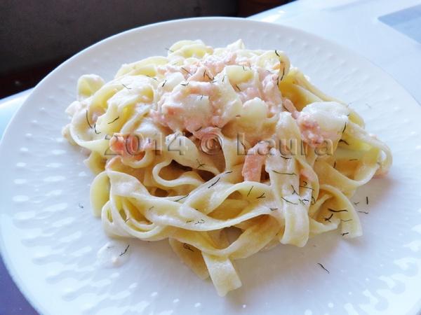 Laura in cucina pasta salmone e aneto - Cucina moderna oro ...