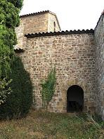 Façana sud-oest on es troba el cementiri