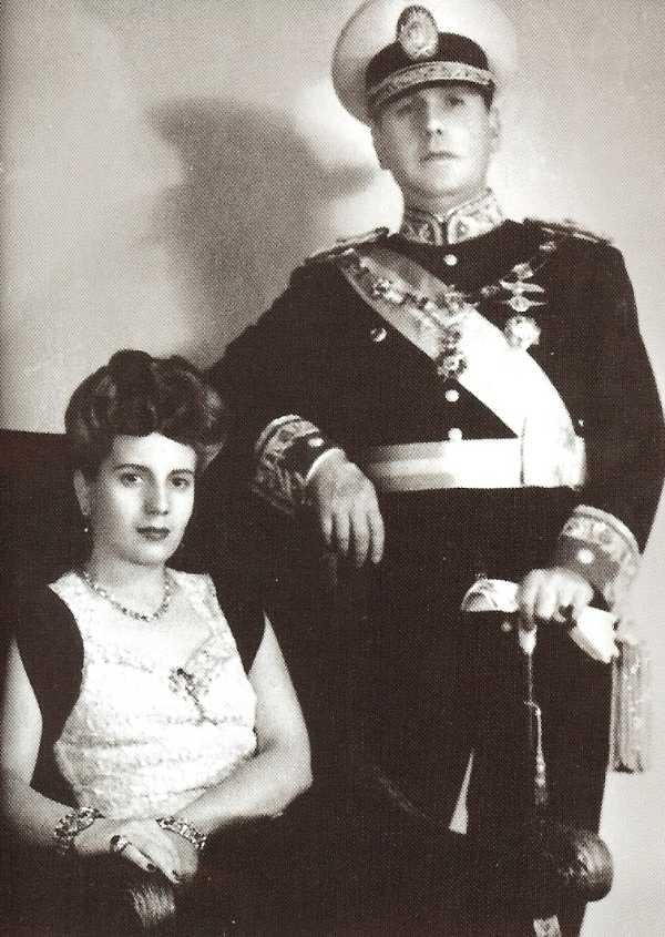 the relationship of eva peron and juan peron It describes how she quickly recognized colonel juan perón as an up and coming force in argentine politics and how she immediately dropped her lesser entanglements in favor of the more promising prospects of a relationship with colonel perón it was no accident that evita's salary and status improved as her employers.