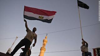 قوات المارينز الامريكية تستعد لحماية الأمريكين من أعمال العنف الدامية في مصر
