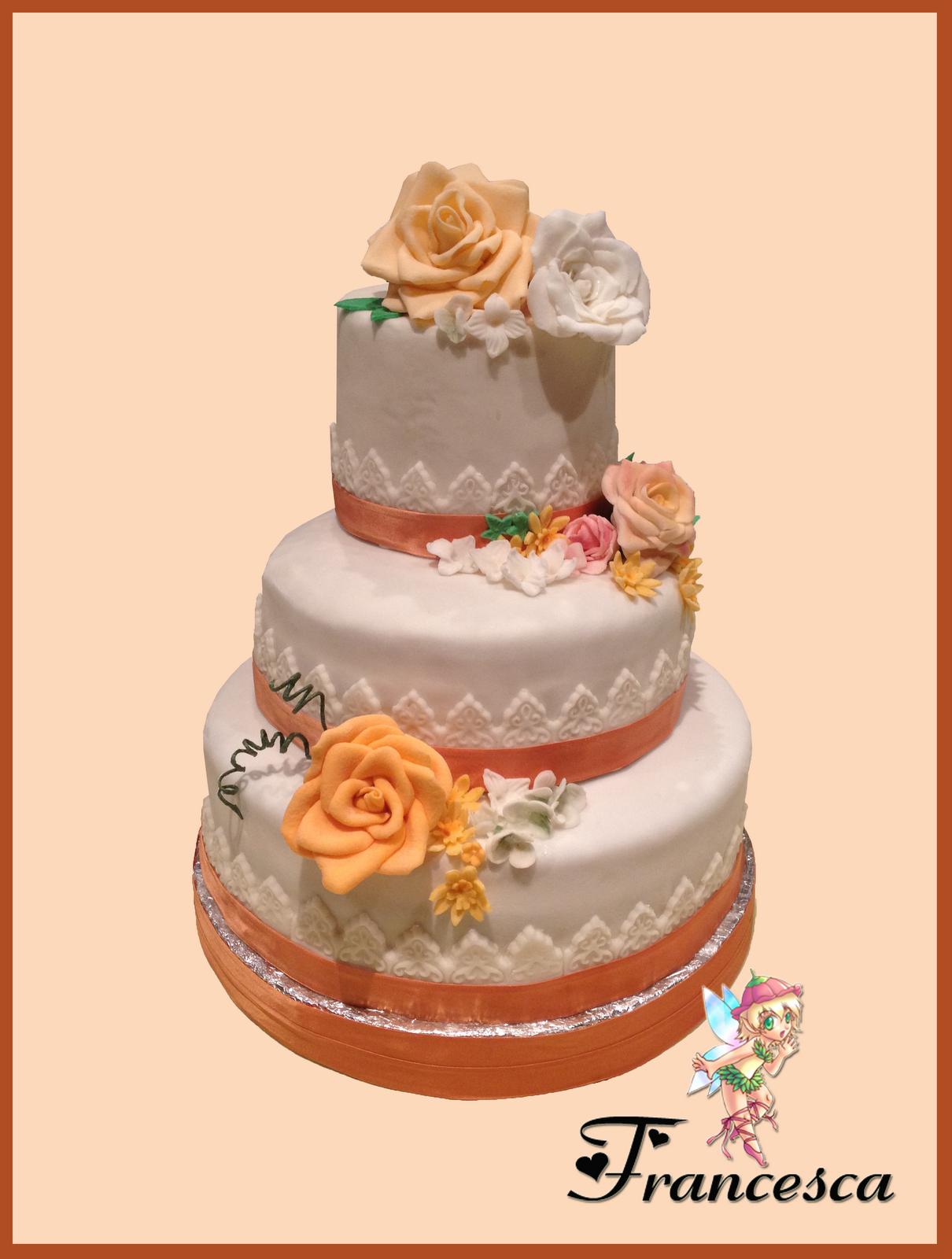 Dolcekicca torta fiorita a tre piani for Piani a tre piani