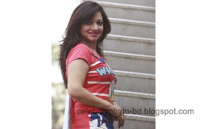 Singer+Akhi+Alamgir+Hot+Photos006