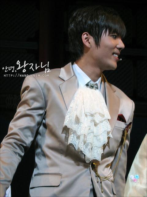 [MUSICAL] 08/04/2011 - KyuJong @ Goong Musical  - Page 4 KJ-GOONG-wangjanim-01