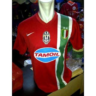 gambar desain photo jersey retro Jersey retro Juventus away musim 2005 grade AAA di enkosa sport