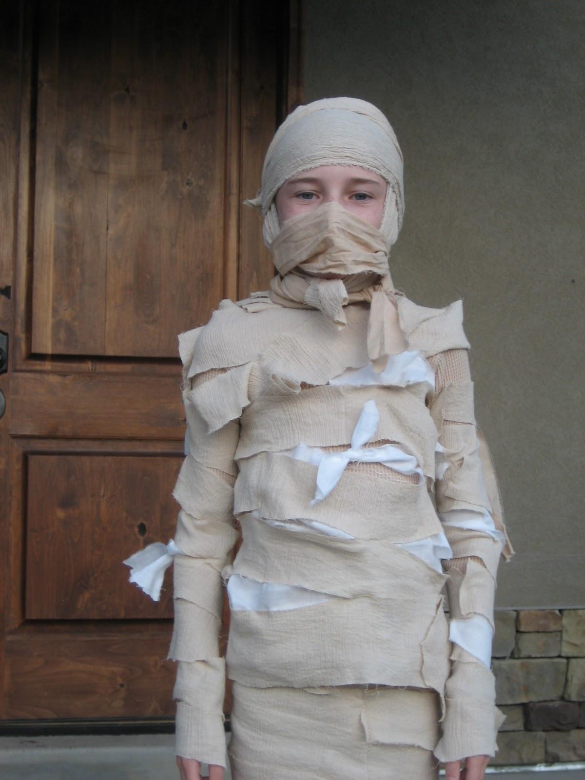 Как сделать мумии своими руками на Хэллоуин