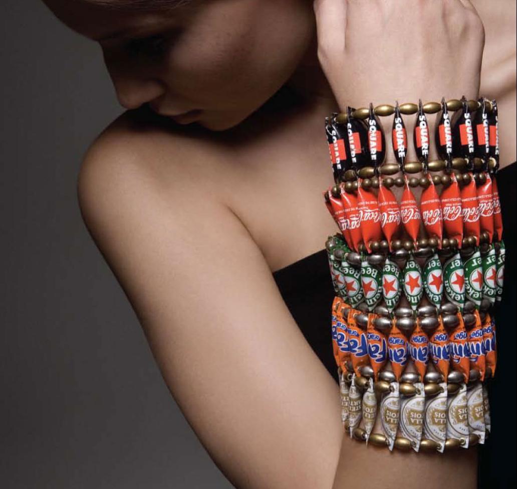 http://4.bp.blogspot.com/-1xqiLJtq0Qc/TiQWMKIBewI/AAAAAAAAEtQ/eELlOEEWjYw/s1600/bottle%2Bcaps%2Bjewelry%2BDesigns%2B%25281%2529.JPG