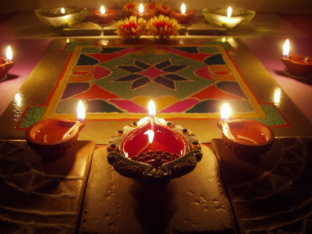 Diwali diya pooja thali rangoli decoration ideas pictures for Simple diwali home decorations