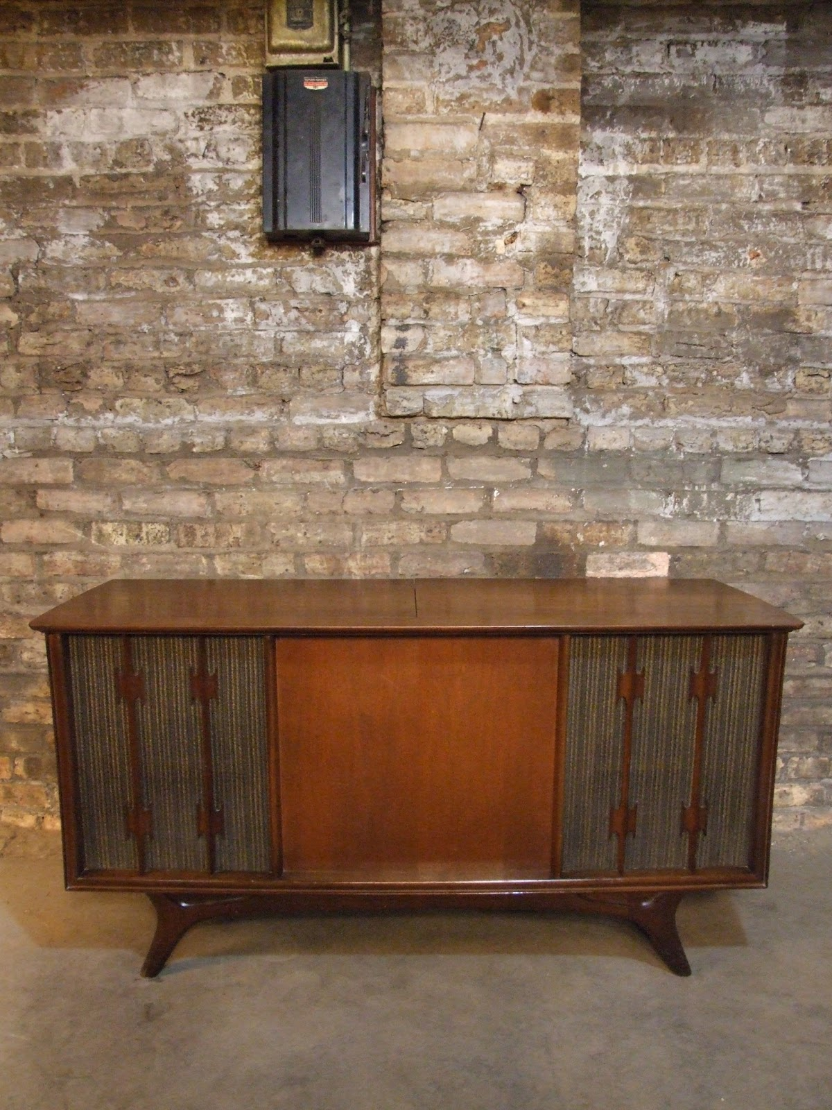 Here Is A Very Cool Mid 1960u0027s RCA Walnut Console Stereo. As You Can See  From The Photos Its In Beautiful Condition. Sadly The Tuner Does Not Work.