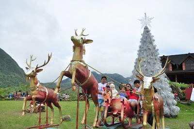 Campuestohan's Santa with Reindeers