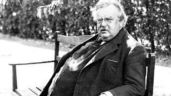 Chesterton, en el jardín de su casa de Beaconsfield, al sureste de Inglaterra