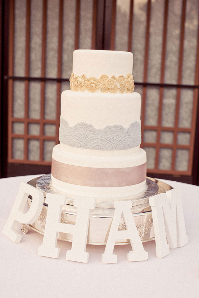 a bite and I 39ll leave you with these 20 gorgeous Lace Wedding Cakes