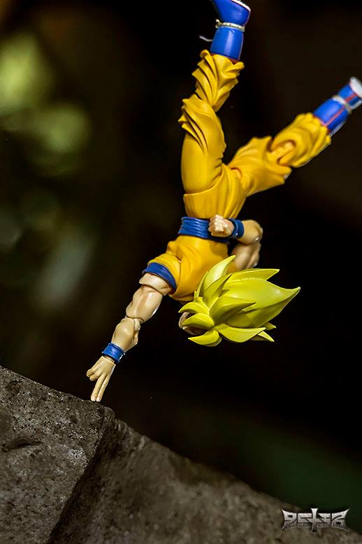 S.H.Figuarts Son Goku Defender of The Universe
