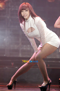 Jun Hyo Sung Korean Sexy Singer Sexy White Dress Performance Photo 10