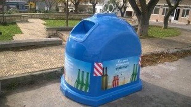 Κώδωνες ανακύκλωσης γυαλιού στον οικισμό Μαΐστρου Αλεξανδρούπολης