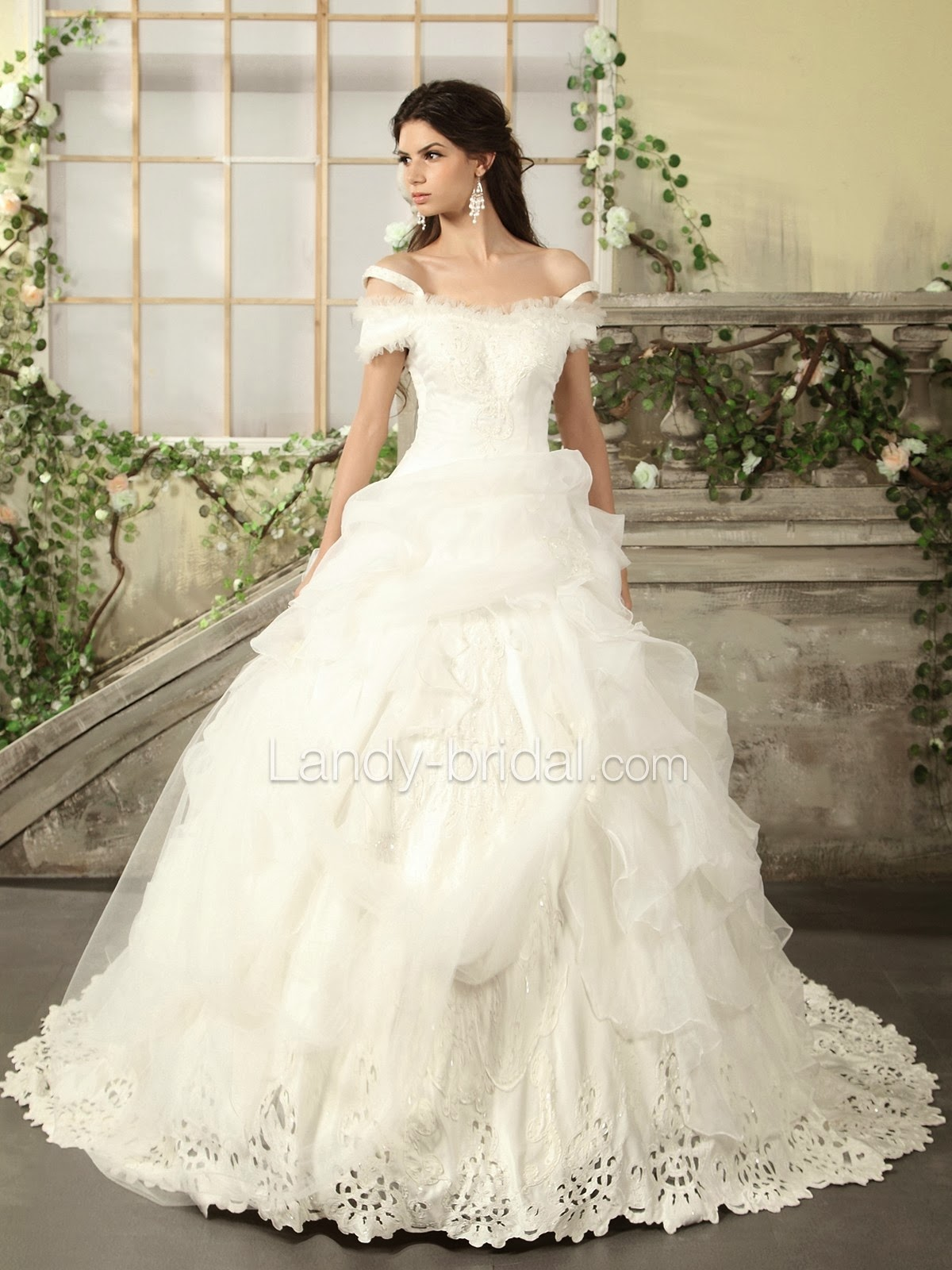 Young Charming Girls: To Be Charming and Slender With Suitable Prom ...