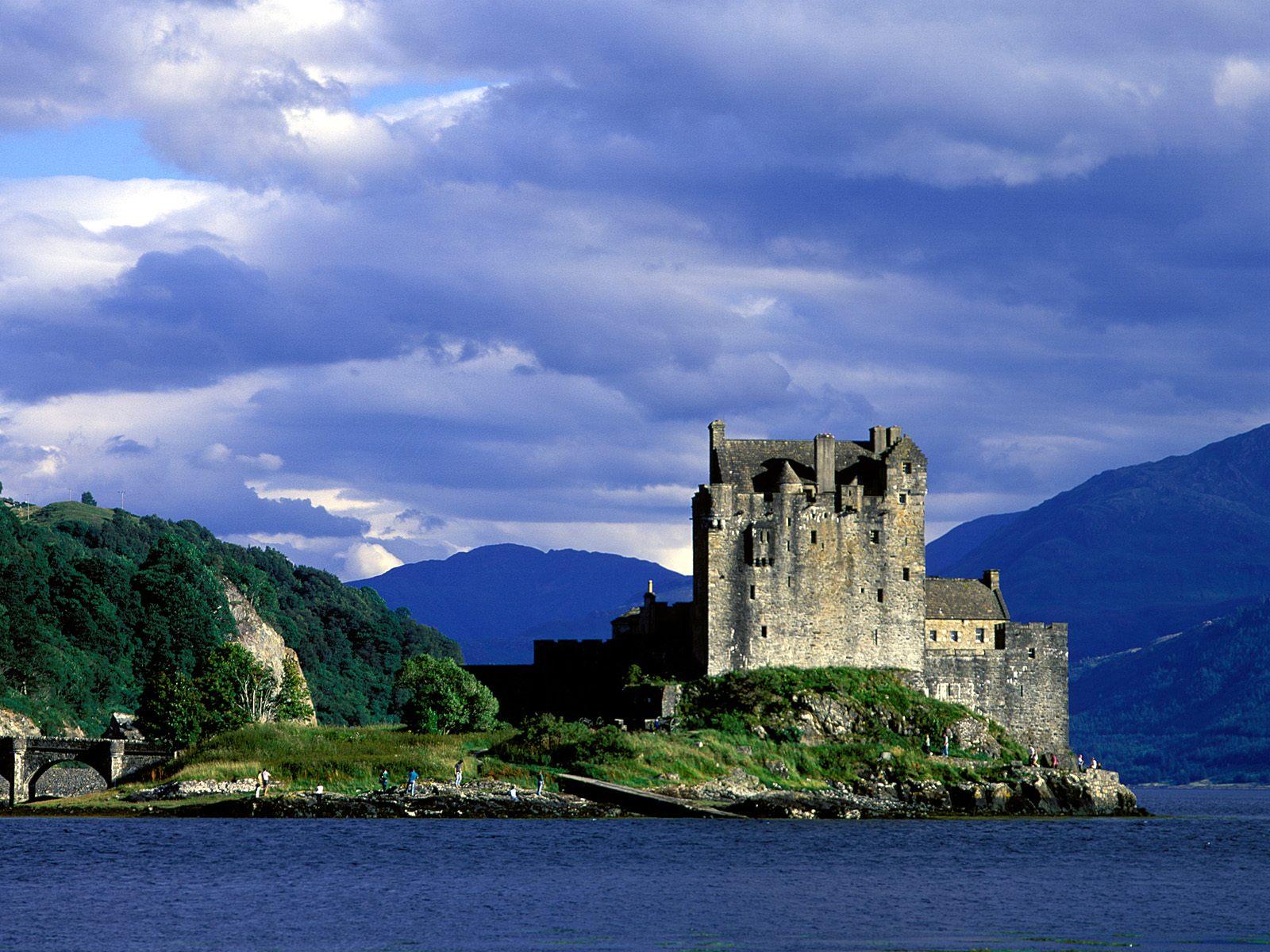 http://4.bp.blogspot.com/-1zL-EL0v6mo/TnG8RM9ib-I/AAAAAAAAAVA/8vWuDk06y_4/s1600/Eilean+Donan+Castle%252C+Loch+Duich%252C+Scotland.jpg