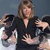 Perfomance de 'Blank Space' da Taylor Swift no BRIT Awards 2015