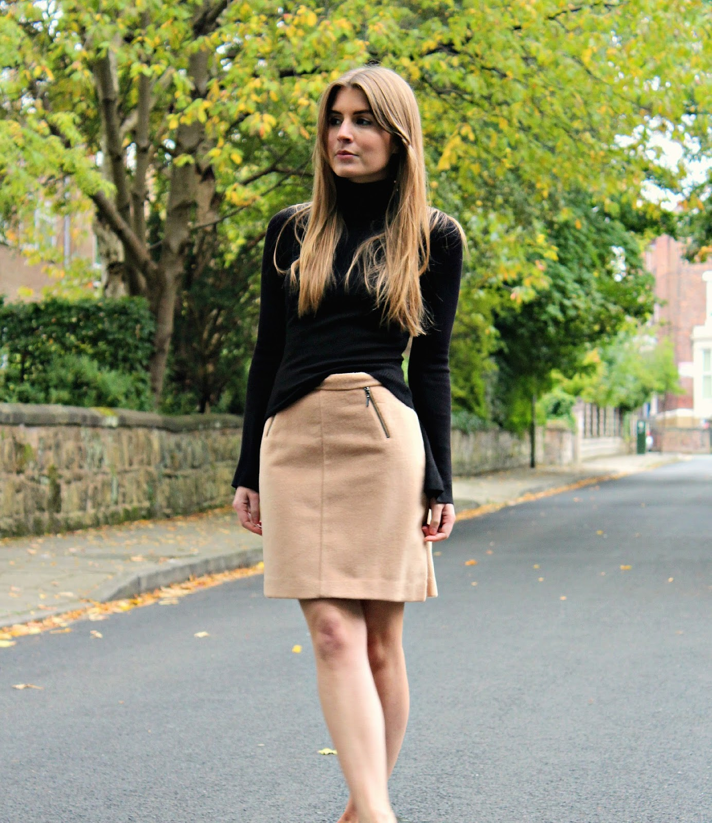 Style Trunk  Outfit Turtleneck and A-line Skirt