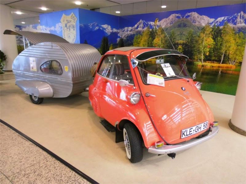 Isetta mit Wohnwagen