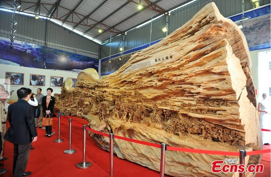 03-Chinese-Sculptor-Zheng-Chunhui-Longest-Wooden-Sculpture-12.3m-www-designstack-co
