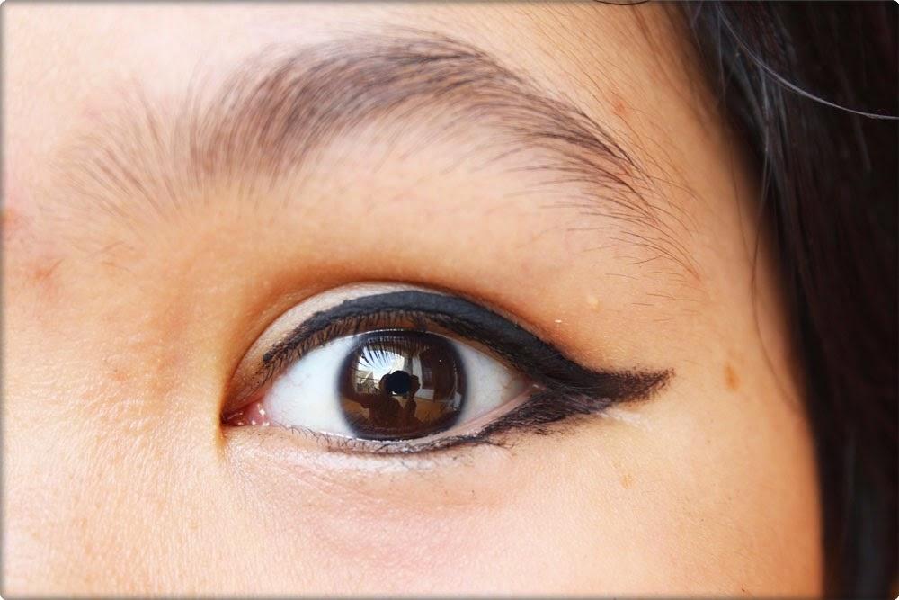 contoh pemakaian eyeliner