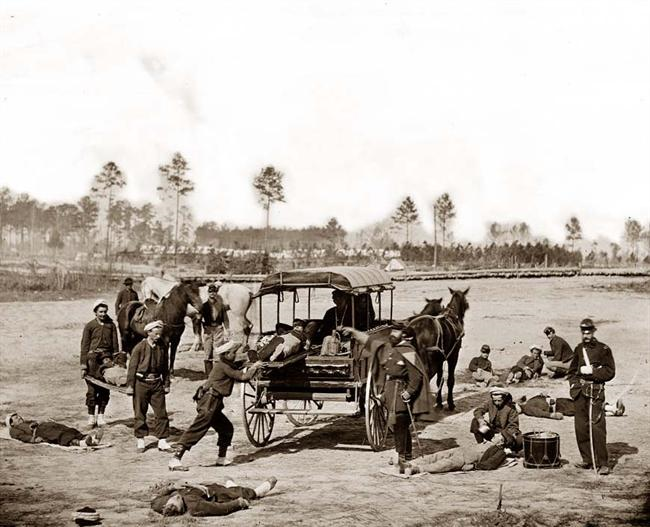 ambulancia transportando heridos