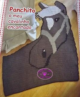 Tapete de Crochê em Formato de Cavalo com gráfico
