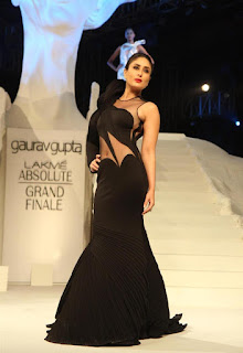 Kareena Kapoor Latest Pictures at LFW Winter Festive 2015 Grand Finale | ~ Bollywood and South Indian Cinema Actress Exclusive Picture Galleries