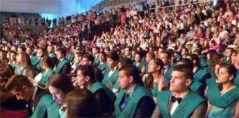Estudiantes de la Universidad de Granada licenciandose antes de acceder a un trabajo