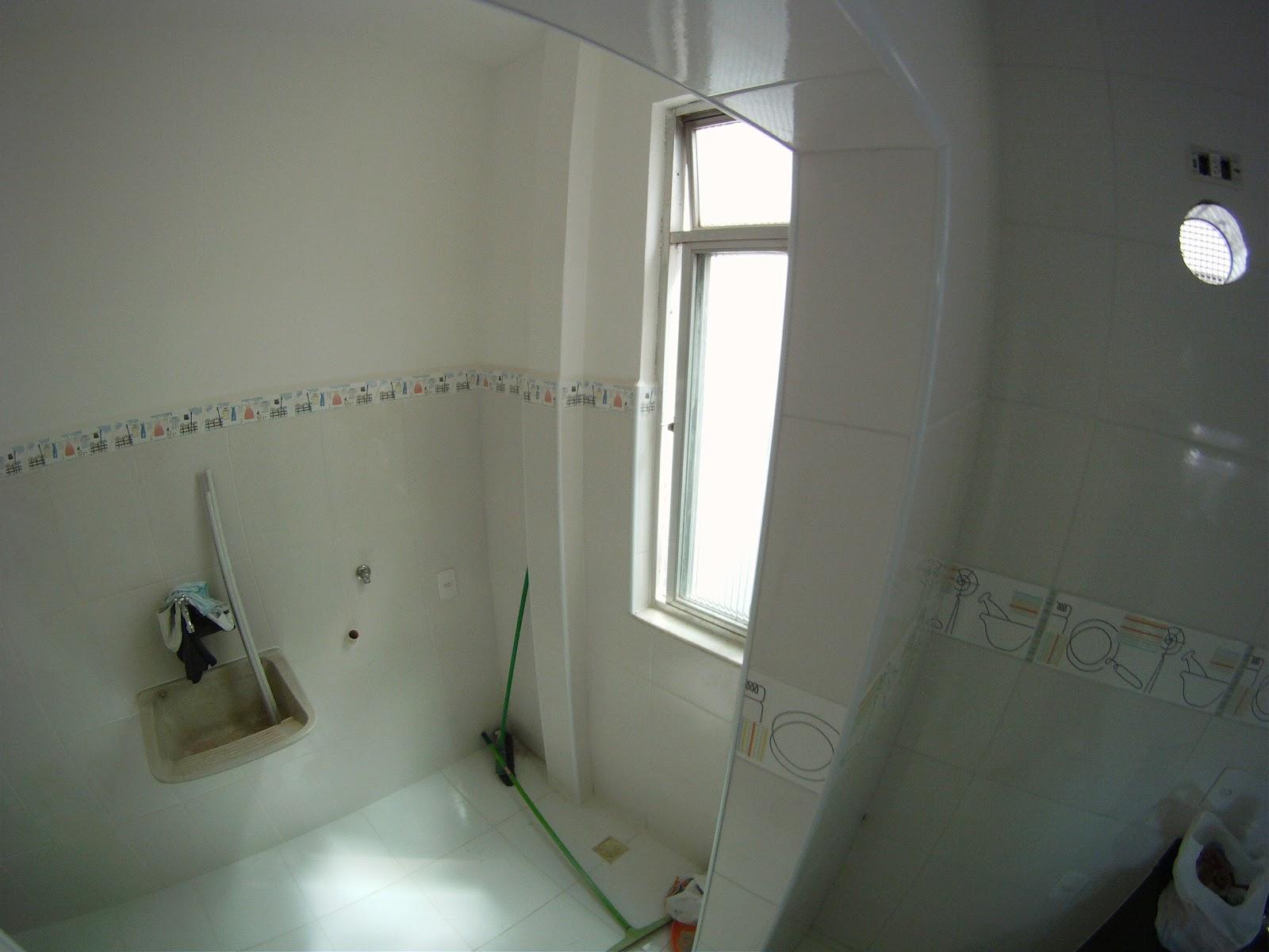 Imagens de #565875 Área de Serviço : nela temos o tanque (que será reformado) e faltam  1600x1200 px 3538 Blindex Banheiro Limpeza