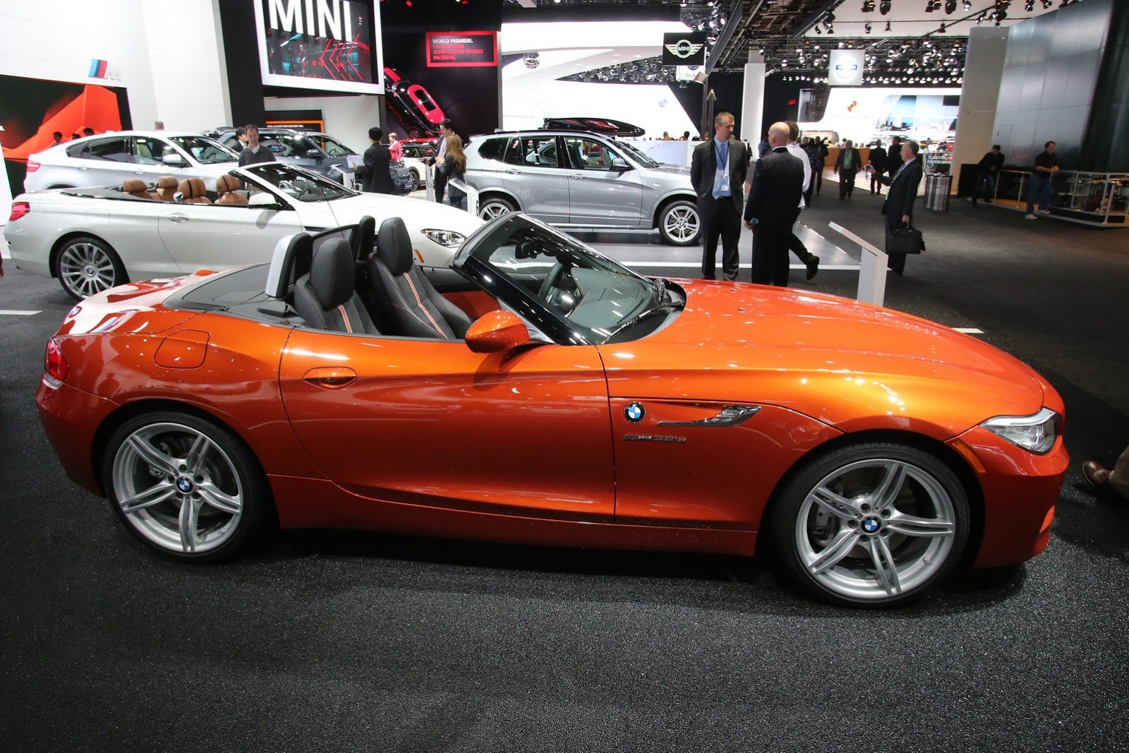 2014 bmw z4 facelift at the detroit autoshow town country bmw alloys and in the interior deep gloss black surrounds for the air vents and the idrive display have a look at the gallery and video after the jump sciox Choice Image