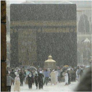 روعة الكعبة تحت المطررر 33