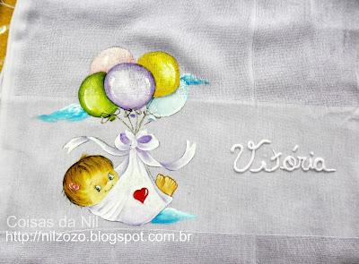fralda de boca com pintura de bebe menina com baloes
