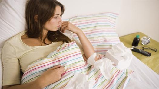 Analık izni, annelik iznini içeriyor mu: uzmanların görüşü