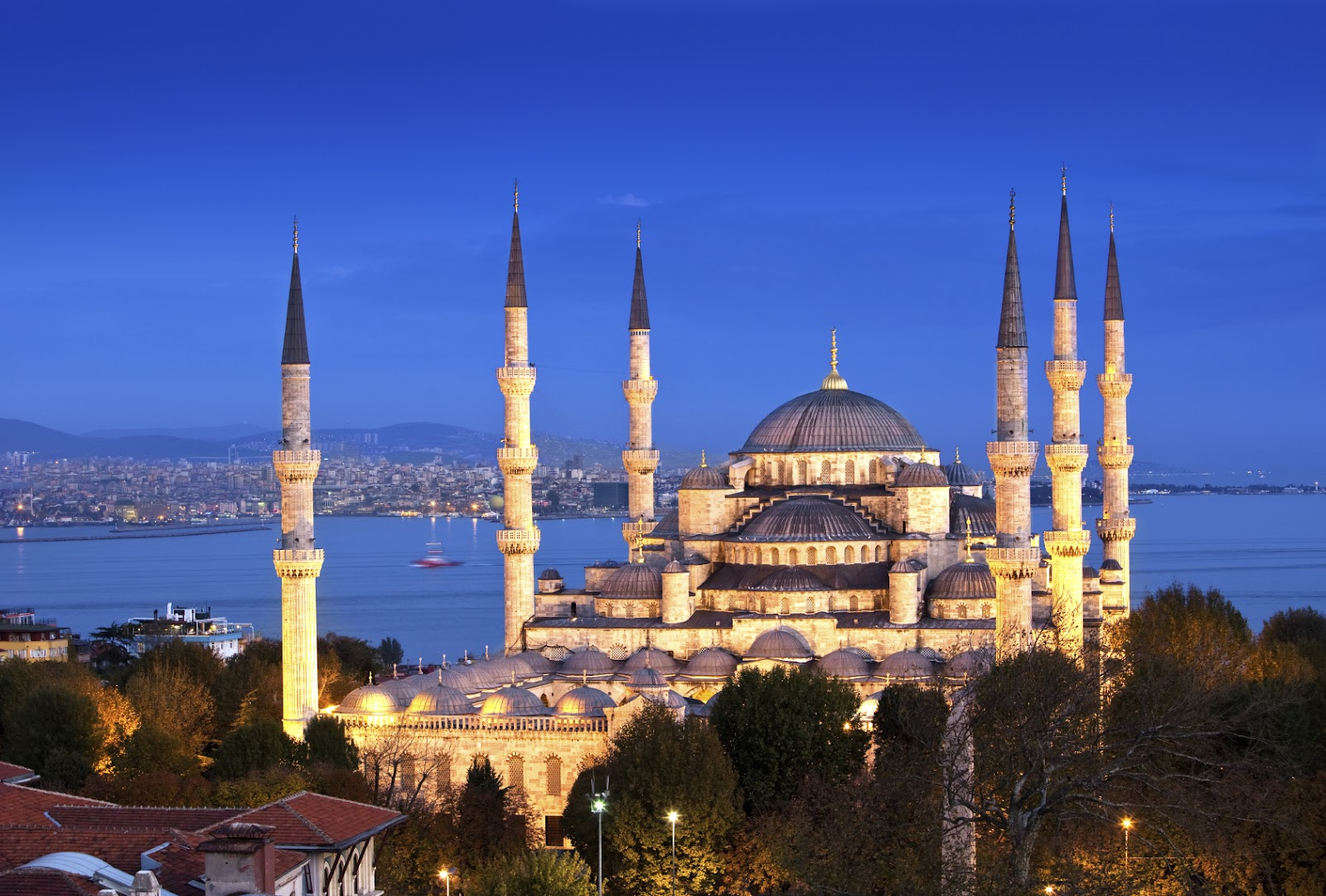 Worlds mosques masjid october 2015 the sultan ahmed mosque or sultan ahmet mosque is a historic mosque in istanbul the mosque is popularly known as the blue mosque for the blue tiles thecheapjerseys Gallery