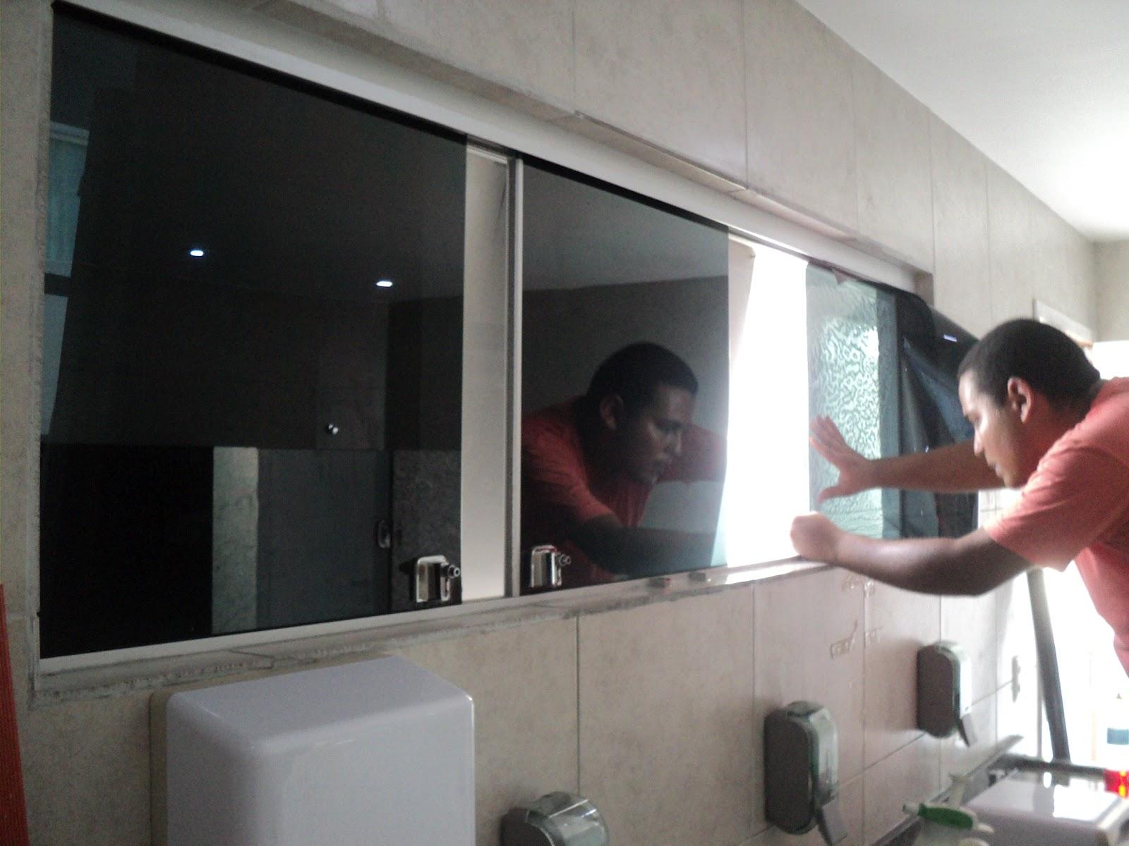 de película em janelas e porta em empresa no bairro de Campo Grande  #69413E 1600x1200 Banheiro Com Janela Grande