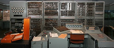 El Museum Of Victoria de Melbourne tiene en la exposición permanente al CSIRAC, el único ordenador de primera generación que existe en el mundo que se conserva completo
