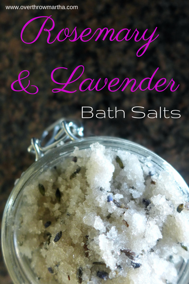 How to make #relaxing #DIY lavender and rosemary bath salts #DIYbeauty
