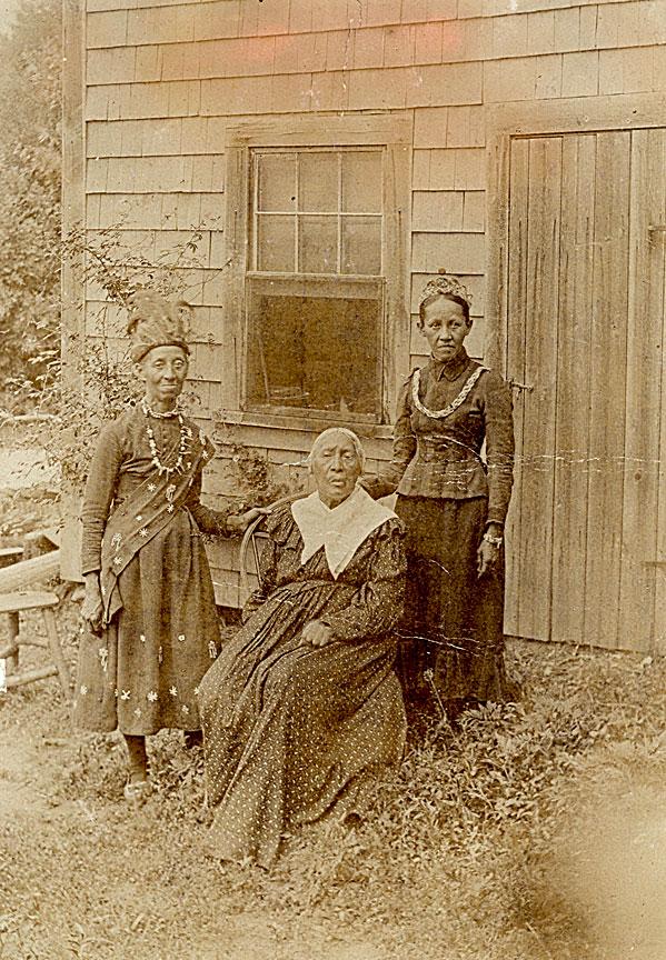 historic iroquois and wabanaki beadwork teweelema betty s neck and