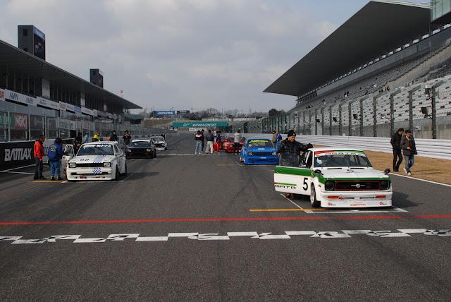 Toyota Starlet P6 & Nissan Sunny, tylnonapędowe klasyki, samochody z lat 70, stare samochody do wyścigów, JDM