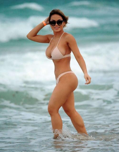 Daphne Joy – Bikini Candids in South Beach
